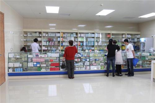 """患者在""""便民药房""""购高价药引关注"""